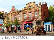 Купить «Старинное здание на улице Кирова, Челябинск», фото № 6337039, снято 15 августа 2014 г. (c) Артём Крылов / Фотобанк Лори