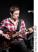 Купить «Man with guitar during concert», фото № 6337451, снято 18 февраля 2013 г. (c) Elnur / Фотобанк Лори