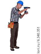 craftsman working with a cordless drill. Стоковое фото, фотограф Phovoir Images / Фотобанк Лори