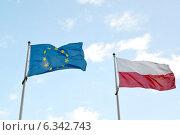 Купить «Государственный флаг Польши и флаг Европейского Союза, развевающиеся на фоне голубого неба», фото № 6342743, снято 23 августа 2014 г. (c) Ирина Борсученко / Фотобанк Лори