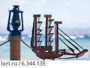 Стилизованная деревянная модель парусного судна. Редакционное фото, фотограф Дарья Швыдкая / Фотобанк Лори
