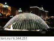 """Фонтан """"Купол"""" ночью (2014 год). Редакционное фото, фотограф Александр Щелкунов / Фотобанк Лори"""