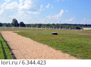 Купить «Левада для выгула лошадей», фото № 6344423, снято 7 августа 2014 г. (c) Александр Замараев / Фотобанк Лори