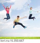 Купить «group of smiling teenagers jumping in air», фото № 6350667, снято 22 июня 2014 г. (c) Syda Productions / Фотобанк Лори