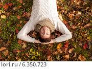 Купить «smiling young man lying on ground in autumn park», фото № 6350723, снято 5 октября 2013 г. (c) Syda Productions / Фотобанк Лори