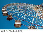 Колесо обозрения на ВДНХ (ВВЦ) в Москве, эксклюзивное фото № 6353819, снято 2 мая 2013 г. (c) Константин Косов / Фотобанк Лори