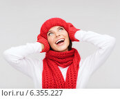 Купить «smiling young woman in winter clothes», фото № 6355227, снято 15 августа 2013 г. (c) Syda Productions / Фотобанк Лори