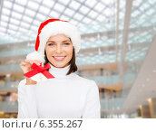 Купить «smiling woman in santa helper hat and jingle bells», фото № 6355267, снято 15 августа 2013 г. (c) Syda Productions / Фотобанк Лори