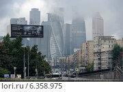 Москва, перспектива Москва-Сити в ненастную погоду со стороны Доргомиловки (2014 год). Редакционное фото, фотограф Евгений Малахов / Фотобанк Лори