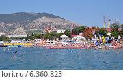 Пляж в Судаке (Крым) (2013 год). Редакционное фото, фотограф Наталья Гуреева / Фотобанк Лори