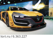Москва, автосалон в Крокус-Экспо. Спортивный автомобиль от Renault (2014 год). Редакционное фото, фотограф Дмитрий Неумоин / Фотобанк Лори