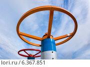 Купить «Нефтяные вентиля», фото № 6367851, снято 9 августа 2014 г. (c) Икан Леонид / Фотобанк Лори
