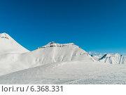 Купить «Snow mountains on bright winter day», фото № 6368331, снято 23 марта 2010 г. (c) Elnur / Фотобанк Лори