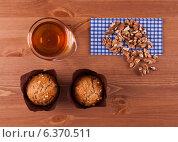 Маффины с грецкими орехами и мёдом. Стоковое фото, фотограф Степанова М Е / Фотобанк Лори