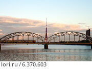 Купить «Рига. Телебашня и железнодорожный мост», фото № 6370603, снято 1 сентября 2014 г. (c) Юлия Бабкина / Фотобанк Лори