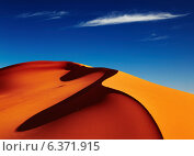 Sand dune in Sahara Desert at sunset, Tadrart, Algeria. Стоковое фото, агентство Ingram Publishing / Фотобанк Лори