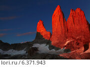 Купить «Towers at sunrise, Torres del Paine National Park, Patagonia, Chile», фото № 6371943, снято 20 сентября 2019 г. (c) Ingram Publishing / Фотобанк Лори