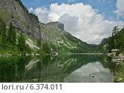 Горное озеро в Альпах. Стоковое фото, фотограф Сергей Юшинский / Фотобанк Лори
