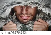 Купить «Брутальный мужчина с щетиной в капюшоне», фото № 6379643, снято 8 сентября 2014 г. (c) Евгений Атаманенко / Фотобанк Лори