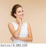 Купить «smiling woman in white dress with diamond ring», фото № 6380339, снято 1 июня 2014 г. (c) Syda Productions / Фотобанк Лори