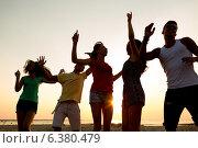 Купить «smiling friends dancing on summer beach», фото № 6380479, снято 3 августа 2014 г. (c) Syda Productions / Фотобанк Лори