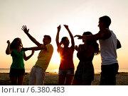 Купить «smiling friends dancing on summer beach», фото № 6380483, снято 3 августа 2014 г. (c) Syda Productions / Фотобанк Лори