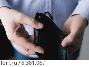 Купить «Man holding an empty wallet», фото № 6381067, снято 21 ноября 2013 г. (c) Ingram Publishing / Фотобанк Лори
