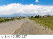 Купить «Прямая асфальтовая дорога, ведущая в горы через деревню», фото № 6385327, снято 5 июля 2013 г. (c) Евгений Ткачёв / Фотобанк Лори