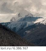 Купить «Clouds over snow covered mountains, Whistler, British Columbia, Canada», фото № 6386167, снято 7 декабря 2019 г. (c) Ingram Publishing / Фотобанк Лори