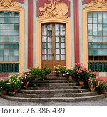 Купить «Flowers pots on steps of Chinese Pavilion of Drottningholm Palace, Drottningholm, Stockholm, Sweden», фото № 6386439, снято 7 декабря 2019 г. (c) Ingram Publishing / Фотобанк Лори