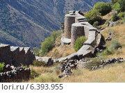 Купить «Армения, крепость Смбатаберд высоко в горах, 5 век, реконструирована в 14 веке», фото № 6393955, снято 9 сентября 2014 г. (c) Овчинникова Ирина / Фотобанк Лори