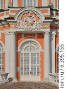 Купить «Декоративное украшение большой каменной оранжереи в усадьбе Кусково», эксклюзивное фото № 6395155, снято 12 сентября 2014 г. (c) lana1501 / Фотобанк Лори