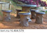 Деревянный стол в саду. Стоковое фото, фотограф Насыров Руслан / Фотобанк Лори