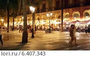 Night view of Placa Reial in Barcelona (2014 год). Редакционное видео, видеограф Яков Филимонов / Фотобанк Лори