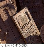 Decorative detail of antique wooden doors, Ouarzazate, Morocco (2012 год). Стоковое фото, агентство Ingram Publishing / Фотобанк Лори