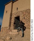 Woman at a fort, Ait Benhaddou, Ouarzazate, Souss-Massa-Draa, Morocco (2012 год). Редакционное фото, агентство Ingram Publishing / Фотобанк Лори