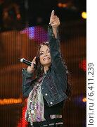 Купить «София Ротару на сцене, концерт МузТВ», фото № 6411239, снято 3 июня 2005 г. (c) Vasily Smirnov / Фотобанк Лори