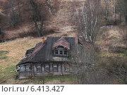 Деревянный ветхий дом. Вид сверху. Стоковое фото, фотограф Михаил Клещенко / Фотобанк Лори