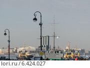 """Санкт-Петербург. Крейсер """"Аврора"""" буксируют к месту ремонта. (2014 год). Редакционное фото, фотограф Семёнов Марк / Фотобанк Лори"""