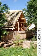Купить «Верея. Строительство деревянного дома», эксклюзивное фото № 6424719, снято 22 июня 2014 г. (c) Илюхина Наталья / Фотобанк Лори