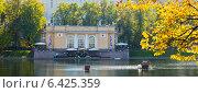Купить «Патриаршие пруды в осенний солнечный день. Москва», фото № 6425359, снято 21 сентября 2014 г. (c) Екатерина Овсянникова / Фотобанк Лори