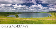 Панорама искусственного озера в солнечный летний день. Стоковое фото, фотограф Вадим Субботин / Фотобанк Лори