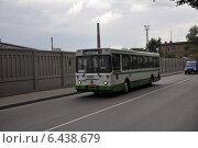 Купить «Автобус ЛиАЗ-5256 следует по 1-му Силикатному проезду по маршруту № 4», эксклюзивное фото № 6438679, снято 11 августа 2012 г. (c) Дмитрий Абушкин / Фотобанк Лори