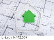 Купить «House In Folding Ruler On Blueprint», фото № 6442567, снято 22 марта 2014 г. (c) Андрей Попов / Фотобанк Лори