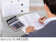 Male accountant calculating invoices. Стоковое фото, фотограф Андрей Попов / Фотобанк Лори