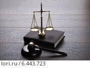 Judge gavel and scales. Стоковое фото, фотограф Андрей Попов / Фотобанк Лори