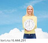 Купить «student with wall clock», фото № 6444291, снято 15 апреля 2014 г. (c) Syda Productions / Фотобанк Лори