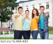 Купить «group of smiling teenagers over campus background», фото № 6444443, снято 22 июня 2014 г. (c) Syda Productions / Фотобанк Лори