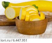 Купить «Yellow zucchini on wooden table», фото № 6447951, снято 19 сентября 2014 г. (c) Tatjana Baibakova / Фотобанк Лори