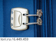 Купить «Дорожная сумка с молнией и кодовым замком», фото № 6449459, снято 27 сентября 2014 г. (c) Голубев Андрей / Фотобанк Лори